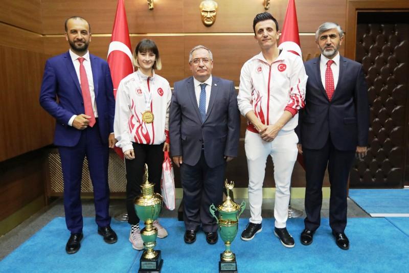 Şampiyon Kick Bokscular Başarılarını Vali Nayir ile Paylaştı