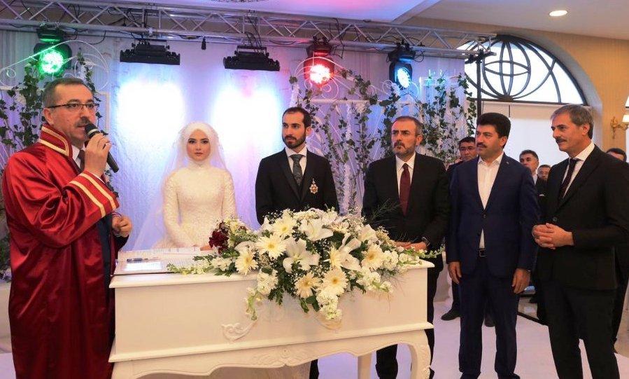 AK Parti Genel Başkan Yardımcısı Mahir Ünal Sakarya'da nikah şahidi oldu