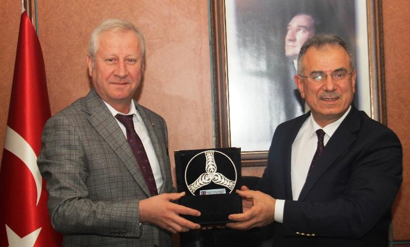 Sakarya ile Trabzon Ticaret Borsası İşbirliği Protokolü yaptılar.