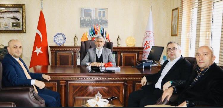 İyi Parti Sakarya Gençlik ve Spor İl müdürü Arif Özsoy'u makamında ziyaret ettiler