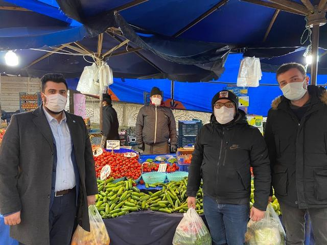Aydemir, Bahçelievler pazarında vatandaşın dertlerini dinledi