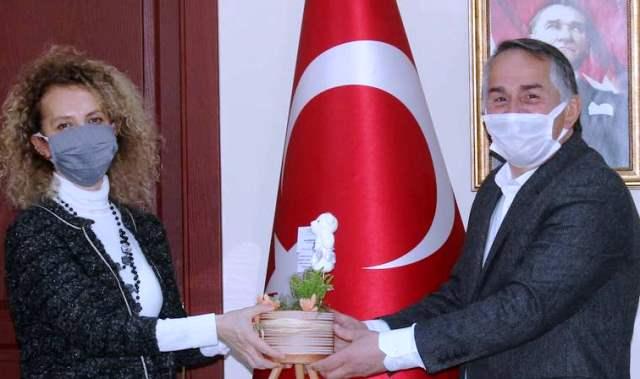 Başkan İsmail Karakullukçu, Tüm Kadınların 8 Mart Dünya Kadınlar Gününü kutladı…
