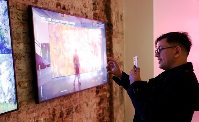 Samsung The Frame katkılarıyla Refik Anadol'un yeni sergisine hazır olun