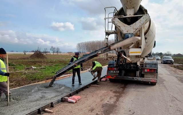 2021 kırsal kaldırım programının ilk imalatı İlyaslar mahallesinde tamamlandı.