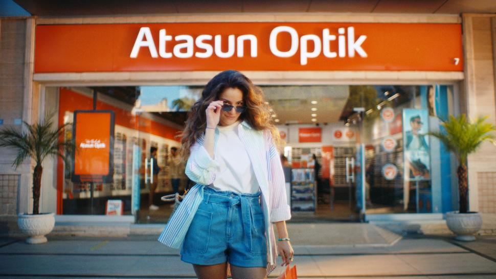 Atasun Optik Reklam Filmiyle Türkiye'nin Sevilen İsimlerini Bir Araya Getirdi
