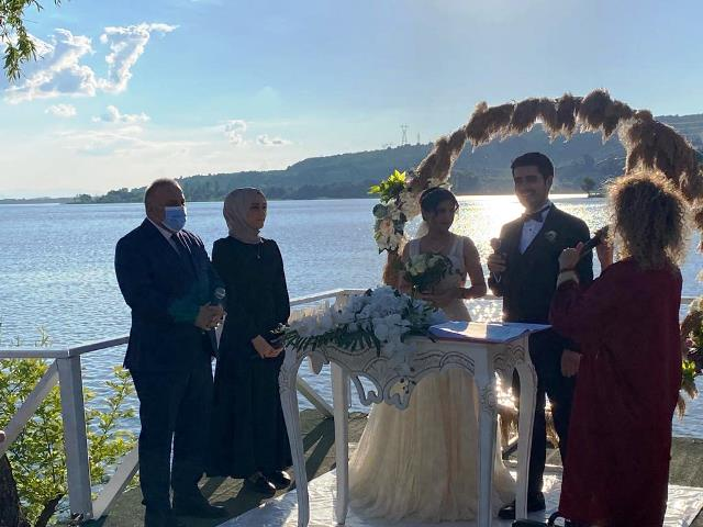 """""""DEVA Partisi""""Orhan Sinan ve Şule Tuğçe Dural'ın düğünde buluştu""""."""