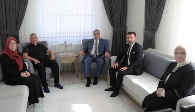 AK Parti Sakarya  Adapazarı İlçesi'nde eş zamanlı bir saha çalışmasına imza atıldı.