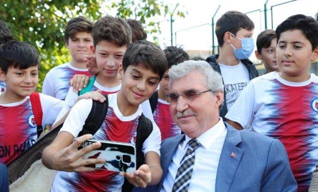 Başkan Yüce, Yenikent bölgesindeki mahalleleri ziyaret etti
